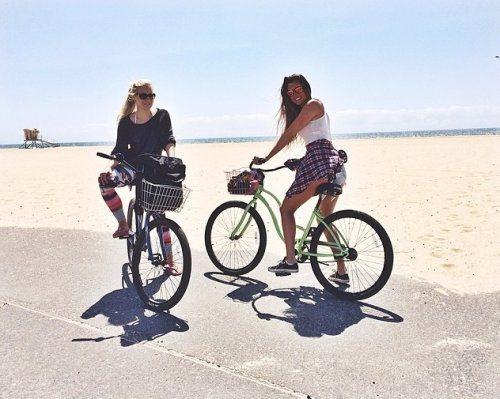 girls-on-bikes-2