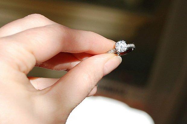 Zamierzasz Wręczyć Wybrance Swojego Serca Pierścionek Zaręczynowy