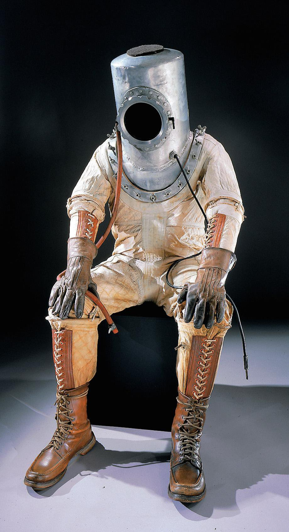 check-out-the-evolution-of-the-space-suit-41-hq-photos-1