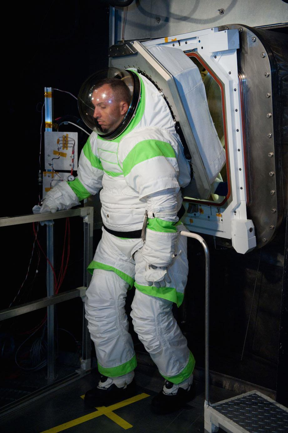 check-out-the-evolution-of-the-space-suit-41-hq-photos-32