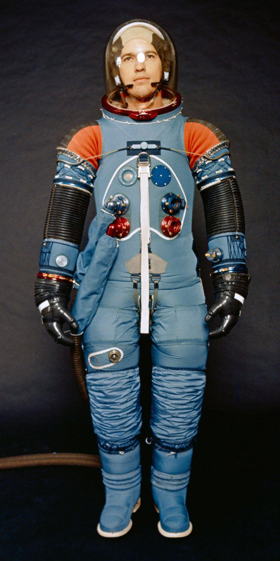 check-out-the-evolution-of-the-space-suit-41-hq-photos-17