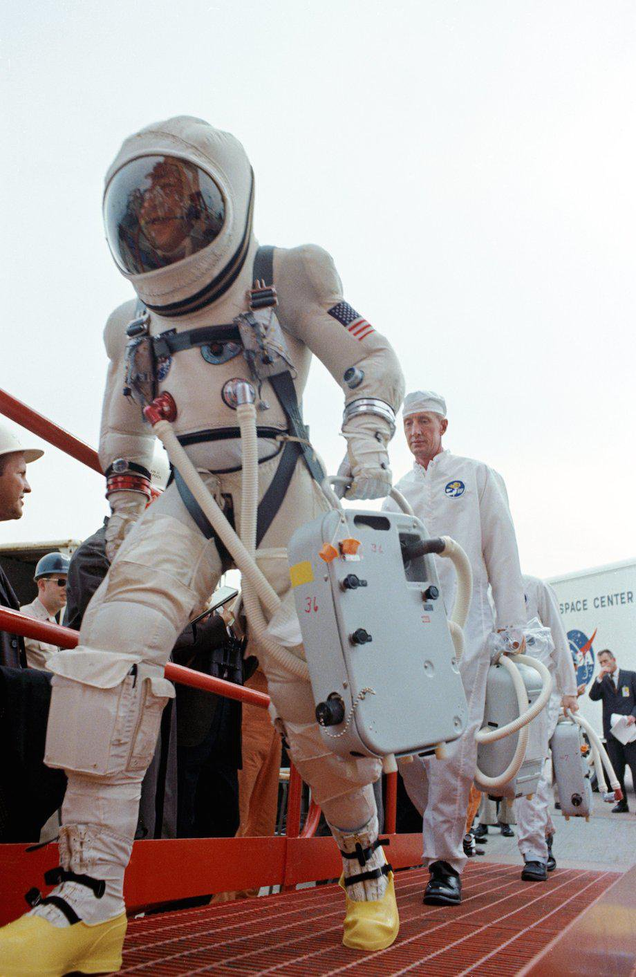 check-out-the-evolution-of-the-space-suit-41-hq-photos-15