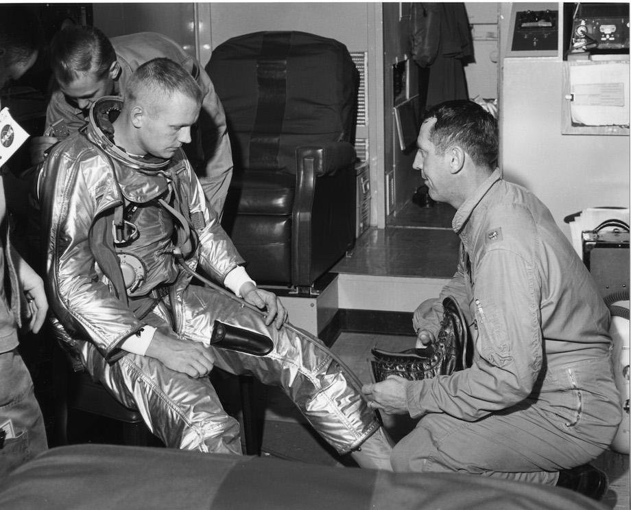 check-out-the-evolution-of-the-space-suit-41-hq-photos-5