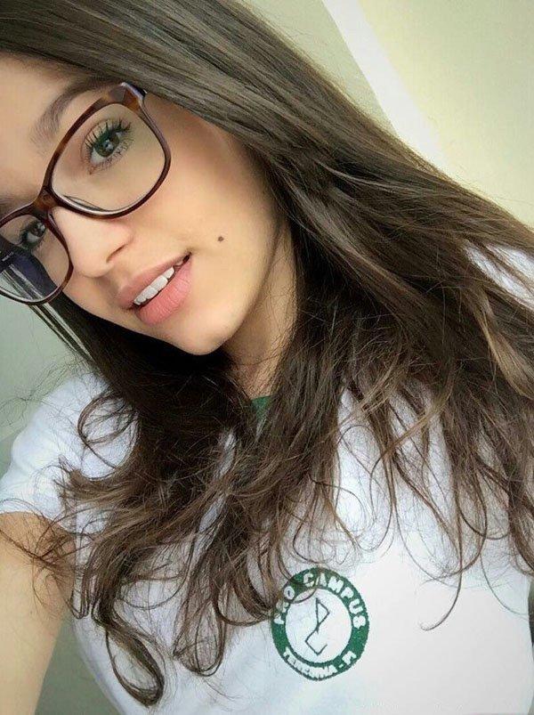 Piękne dziewczyny dobrze wyglądają w okularach XIII - Joe
