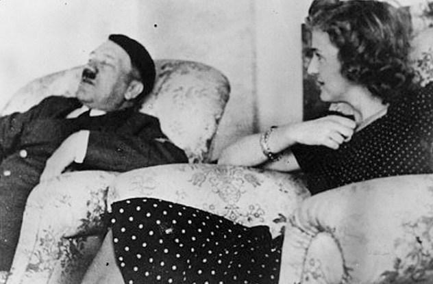 Umawia się z Hitlerem
