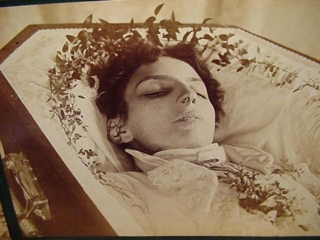 Pośmiertne Zdjęcia Z XIX Wieku Nie Do Końca Są Pośmiertne