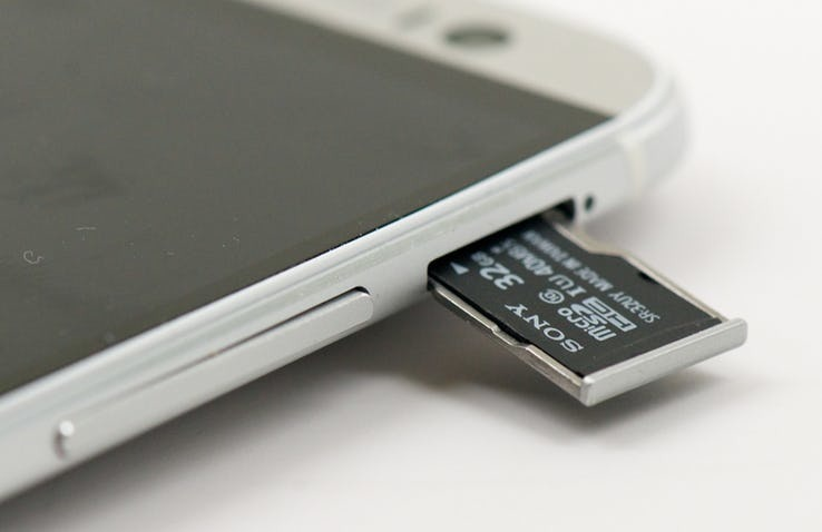 Android-SD-Card-Slot-Expandable-Memory.jpg?q=50&fit=crop&w=738