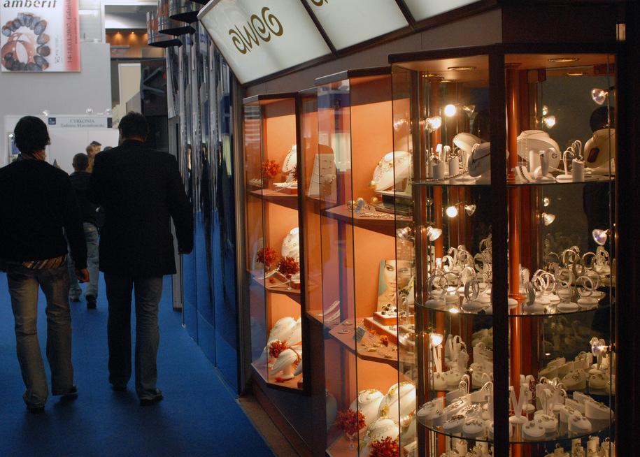 Znalezione obrazy dla zapytania targach biżuterii w Gdańsku skradziono diamenty warte 1,5 mln dolarów
