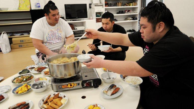Zero fast foodów i dużo piwa to elementy diety zawodników sumo