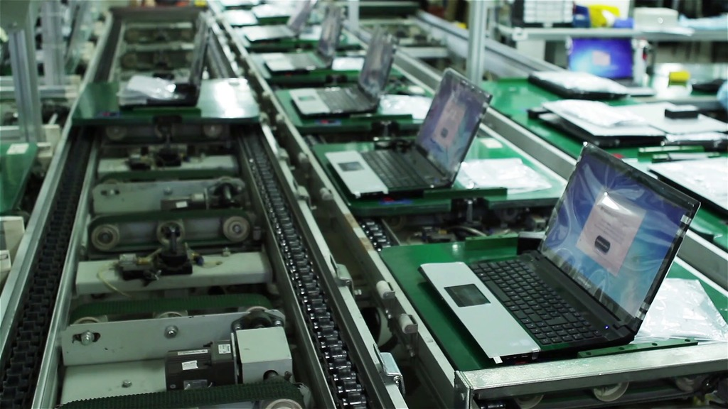 videoblocks-assembly-line-with-laptops-computers-in-a-factory-time-lapse-shot_sefckoiyvz_thumbnail-full01.png