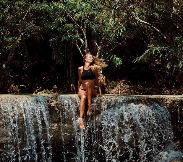 Młoda dziewczyna pochwaliła się długą podróżą po Azji, ludzie zareagowali jak wściekłe zwierzęta