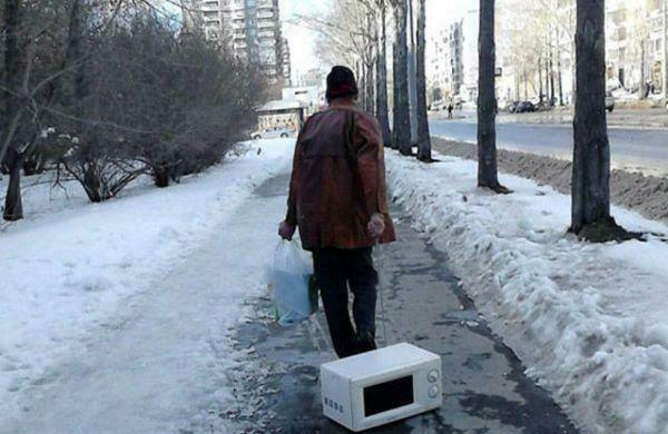 if-theres-one-thing-russians-are-good-at-its-getting-through-the-winter-36-photos-32