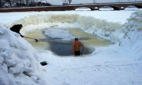 if-theres-one-thing-russians-are-good-at-its-getting-through-the-winter-36-photos-27