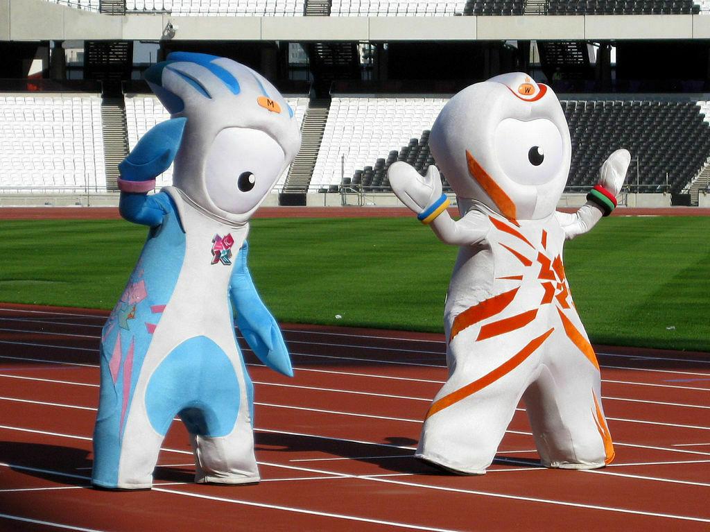 Mandeville i Wenlock (z prawej) maskotki Igrzysk Olimpijskich w Londynie 2012.