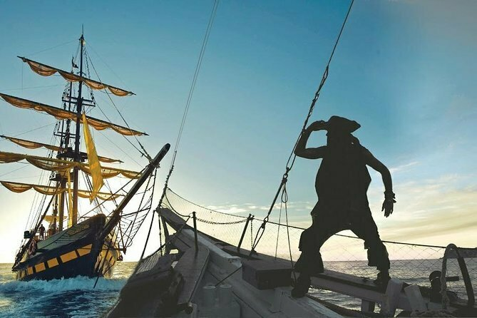 Pirate Ship Sunset Dinner and Show in Los Cabos 2021