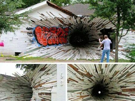 Portal na ścianie domu w Teksasie