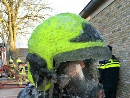 Ciężki los strażaka zimą