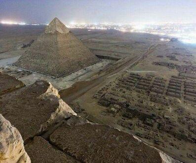 Zdjęcie nielegalnie zrobione ze szczytu jednej z Wielkich Piramid