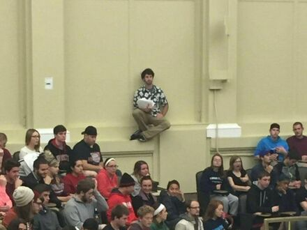 Znalazł miejsce siedzące