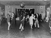 Beatlesi koncertują dla 18 osób w klubie Aldershot, grudzień 1961  Stali się sławni półtora roku później