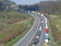 Korek na niemieckiej autostradzie i korytarz życia
