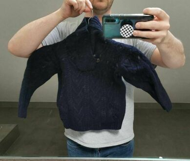 Wełniany sweter po praniu. Będzie dla syna