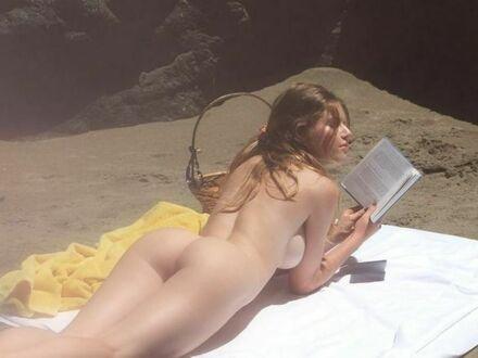 Tak sobie leżę i czytam