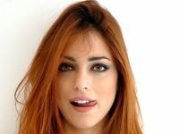 Zalotna Miriam Leone
