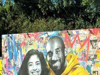 Mural upamiętniający Kobe Bryanta i jego córkę, którzy zginęli w wypadku śmigłowca