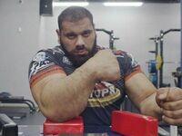 """Obecny mistrz świata w siłowaniu się na rękę Levan """"Leviathan"""" Saginashvili"""