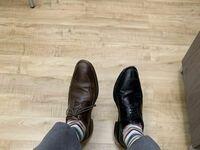 Dlaczego lepiej nie ubierać się po ciemku rano do pracy