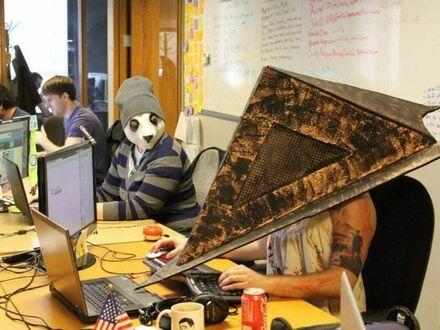 Zamaskowani w biurze