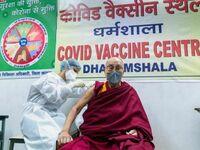 Dalaj Lama też się załapał na szczepienie