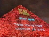 Tak rozświetliły się egipskie piramidy  Zostań w domu, bądź bezpieczny