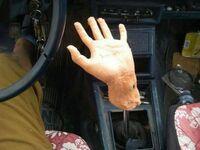 Pomocna dłoń przy zmianie biegów