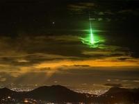 Zielony meteor sfotografowany przez hinduskiego fotografa Prasenjeeta Yadava w 2017 roku nad miastem Mettupalayam