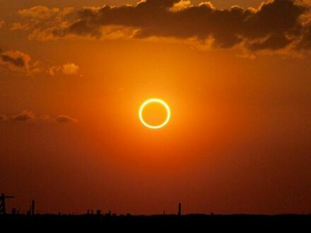 Zaćmienie słońca podczas zachodu słońca