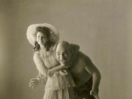Rosyjski zapaśnik Maurice Tillet (inspiracja Shreka) i pierwsza amerykańska supermodelka Dorian Leigh, 1945