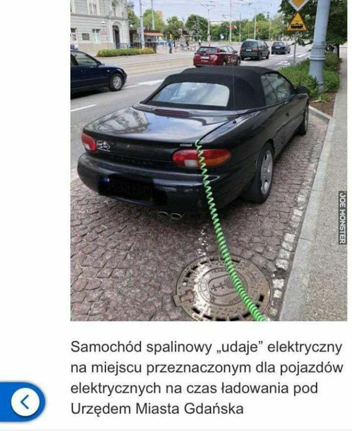 samochód spalinowy udaje ulektryczny