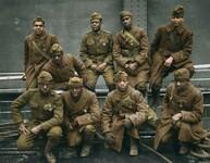 Żołnierze z Harlem Hellfighters, czyli 369 pułku piechoty USA, wracają po zakończeniu I wś nosząc na piersi Krzyż Wojenny. Rok 1919