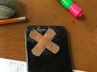 Współlokator powiedział, że naprawił mój telefon kiedy byłem w pracy, dzięki stary