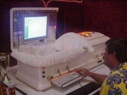 Komputer w zakładzie pogrzebowym