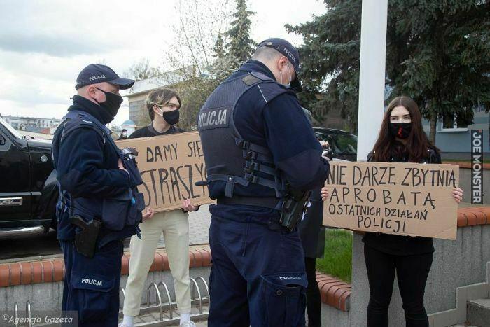 nie darzę zbytnią aprobatą ostatnich działań policji