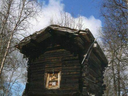 Chatka na kurzych łapkach, jeden z najstarszych budynków w gminie Hattfjöldal w Norwegii