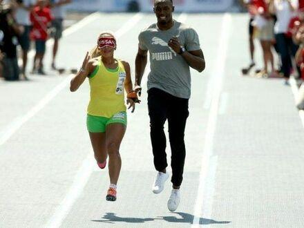 Usain Bolt biegnie jako przewodnik dla niewidomej mistrzyni paraolimpijskiej Terezinha Guilherminy w Rio 2015