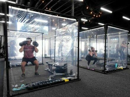 W Kaliforni otworzono siłownie ze specjalnymi pomieszczeniami dla zachowania dystansu