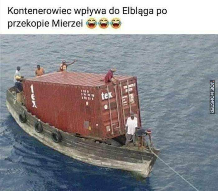 kontenerowiec wpływa do Elbląga