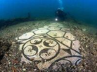 Mozaikowa podłoga w zatopionym rzymskim pałacu sprzed 2000 lat, Włochy