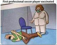 Pierwszy zaszczepiony piłkarz