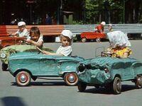 Dzieci też nie oszczędzają samochodów